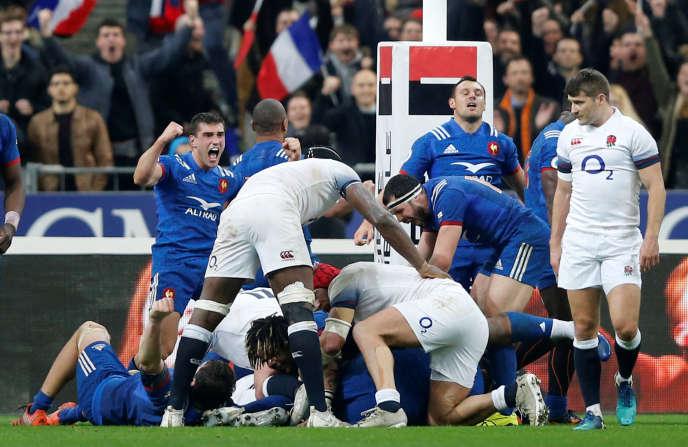 La joie des Français après le coup de sifflet final de la rencontre, et leur victoire contre l'Angleterre.