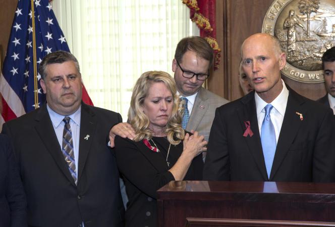 Après Parkland, le gouverneur de Floride, le républicain Rick Scott, a signé la « Marjory Stoneman Douglas High School Public Safety Act »