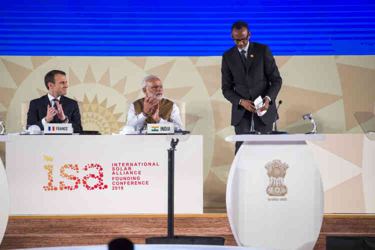 Emmanuel Macron, président de la République française, Narendra Modi, premier ministre indien, et Paul Kagame, président du Rwanda.