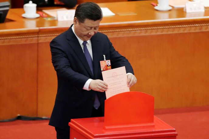 Le président chinois Xi Jinping vote le 11 mars.
