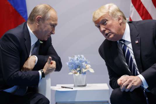 Donald Trump et Vladimir Poutine lors du sommet du G20 de Hambourg en juillet 2017.