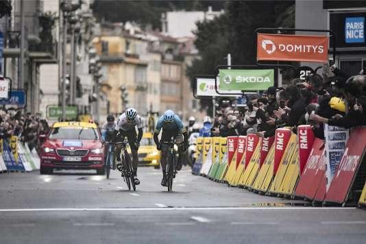Le peloton devrait repasser par la promenade des Anglais, où l'Espagnol Marc Soler s'est adjugé dimanche la victoire dans Paris-Nice et son compatriote David De La Cruz la victoire d'étape.