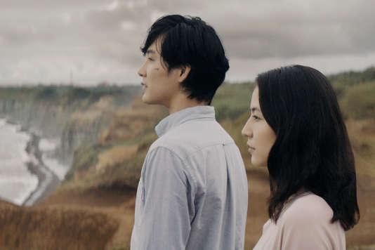 Masami Nagasawa interprète Narumi Kase et Ryuhei Matsuda incarne son mari Shinji Kase.