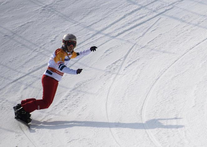 La snowboardeuse Cécile Hernandez lors d'une descente, lundi 12 mars, à Pyeongchang.