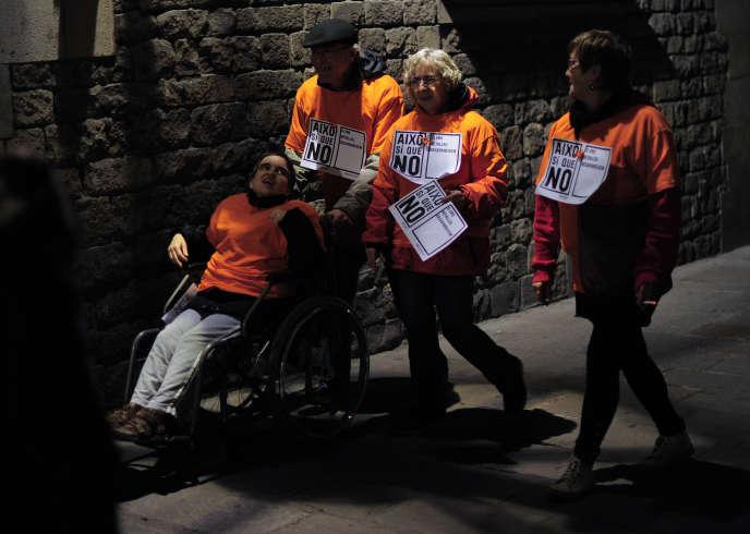 Manifestation contre les coupes du gouvernement dans les services sociaux, à Barcelone, le 3 décembre 2012, lors de la Journée internationale des personnes handicapées (IDPwD).