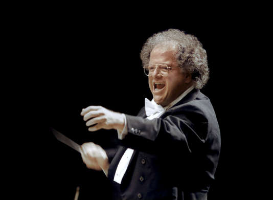 James Levine , lors d'un concert donné au Japon en 2001.
