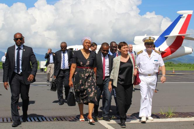 Annick Girardin à son arrivée à Mayotte, le 12mars.