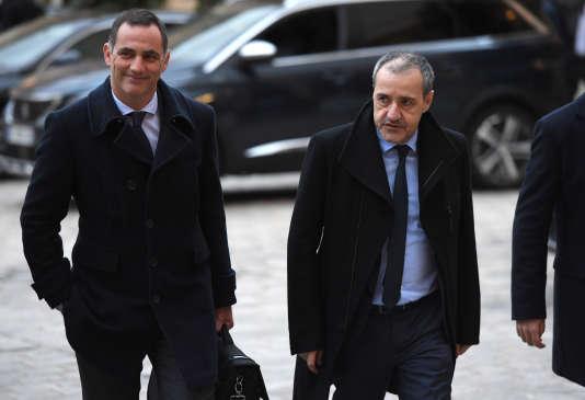 Gilles Simeoni et Jean-Guy Talamoni à leur arrivée à Matignon, le 12 mars.