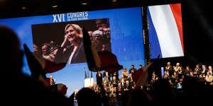 Marine Le Pen prononce son discours de clôture.