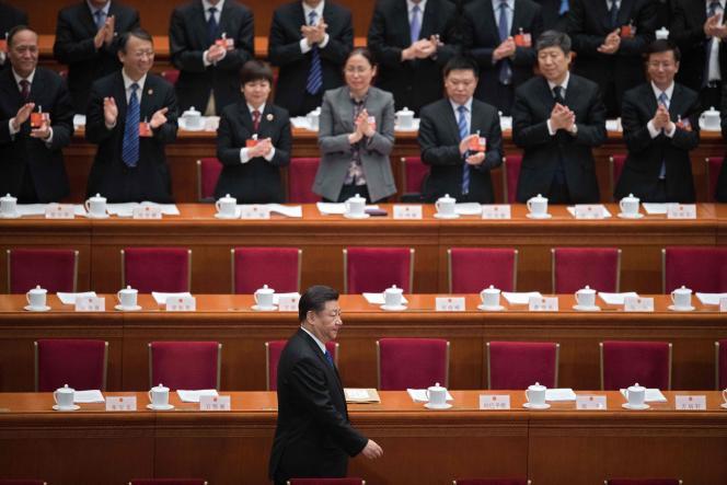 « Xi ne cesse de manœuvrer pour retourner en arrière, puisant dans la boîte à outils de Mao des discours et techniques de gouvernance en vogue pendant la Révolution culturelle et concentrant tous les pouvoirs entre ses mains» (Xi Jinping,à l'Assemblée nationale populaire, le Parlement chinois, à Pékin, le 13 mars).