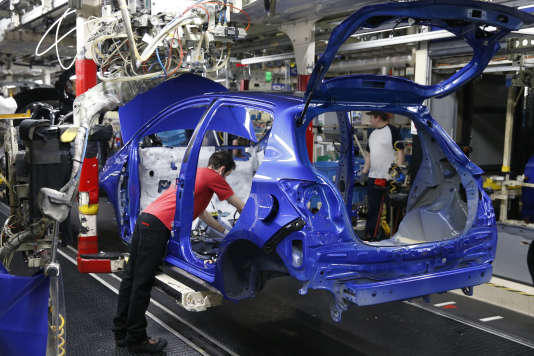 La chaîne d'assemblage des Yaris à l'usine Toyota d'Onnaing, près de Valenciennes, le 22 janvier, dans laquelle le constructeur japonais a annoncé la création de plusieurs centaines d'emplois.
