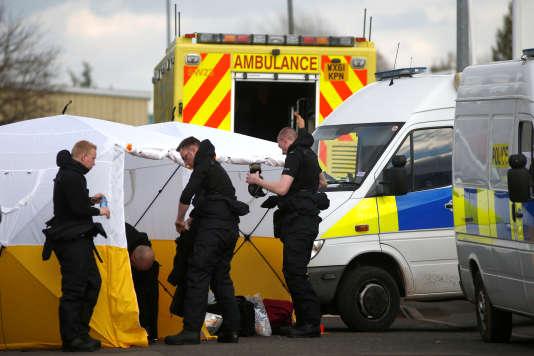Policiers participant à l'enquête dans l'affaire Sergueï Skripal,à Salisbury, en Grande-Bretagne, le 13mars.