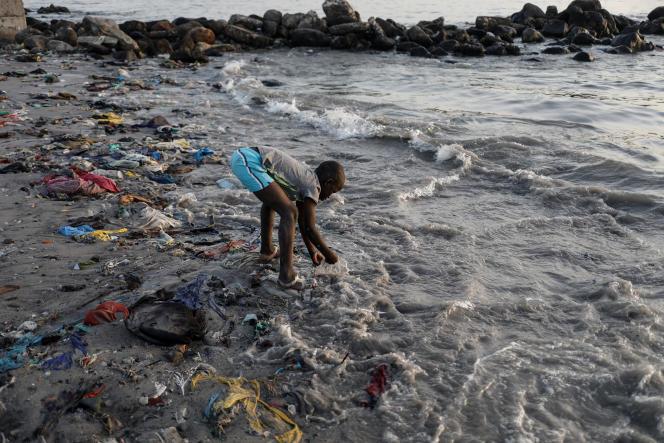 Une plage à Dakar, en mars 2018.