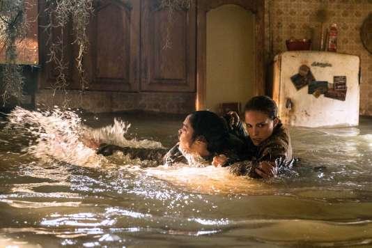 Tessa Thompson et Natalie Portman, plongées dans une nature hostile.