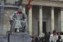 Dans la cour d'honneur de la Sorbonne, à Paris, en Mai 68.