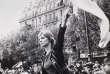 La« Marianne de Mai68». Photographie prise pendant la manifestation du 13 mai 1968, à Paris.