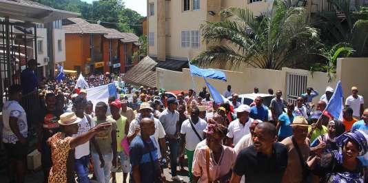Les blocages durent depuis plus d'un mois à Mayotte – ici une manifestation à Mamoudzou, plus grande ville de l'île, le 13 mars 2018.