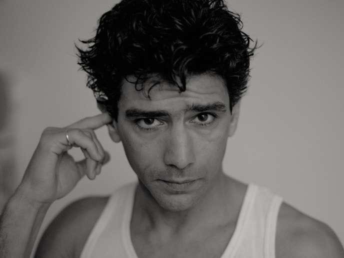 Né à Vaux-en-Velin, Salim Kechiouche a fait ses débuts en 1996, à 17 ans, dans«À toute vitesse», de Gaël Morel.