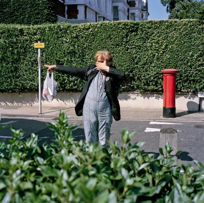 « Sur le chemin des Kew Gardens, Justin prend la pose, peut-être pour protester contre le regard implacable de mon appareil photo. Mais c'est juste une supposition. » (2013)