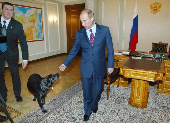 Vladimir Poutine à la fin de son premier mandat, et dix jours avant la présidentielle de 2004.