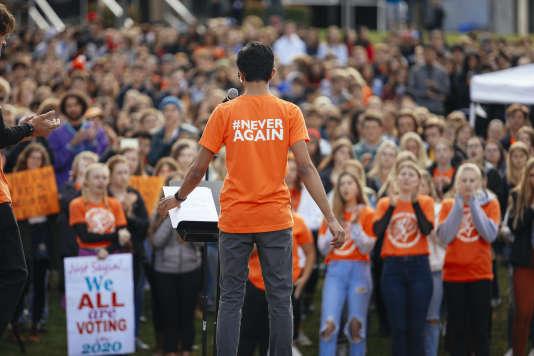 Les élèves américains ont prévu de se retrouver à nouveau le samedi 24 mars pour un grand rassemblement contre les armes à feu à Washington, ainsi que dans des dizaines d'autres grandes villes américaines.