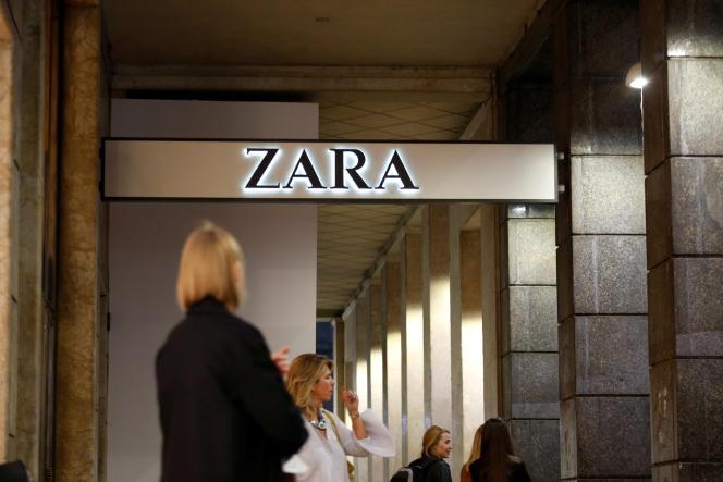 Une boutique Zara à Milan en Italie, le 30 mars 2017.