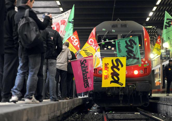 Manifestation à la gare de Lyon, en décembre 2011.