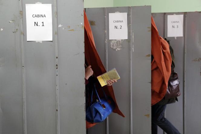 Bureau de vote pour les élections législatives à Fiuggi, dans la région de Rome, le 4 mars.