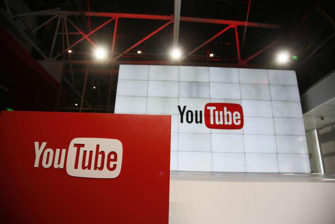 Youtube a été plusieurs fois critiquée ces derniers mois pour avoir laissé passer des contenus complotistes.