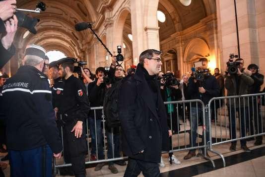 Julien Coupat, à son arrivée au palais de justice de Paris, le 13 mars.