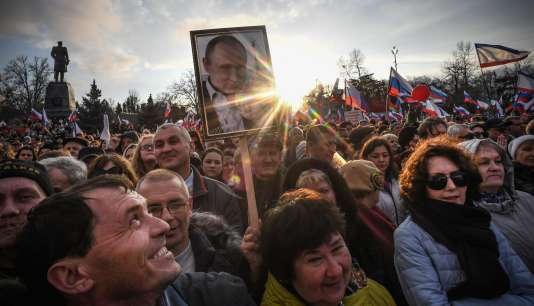 Lors d'un rassemblement de partisans du président russe Vladimir Poutine, àSébastopol (Crimée), le 14 mars.