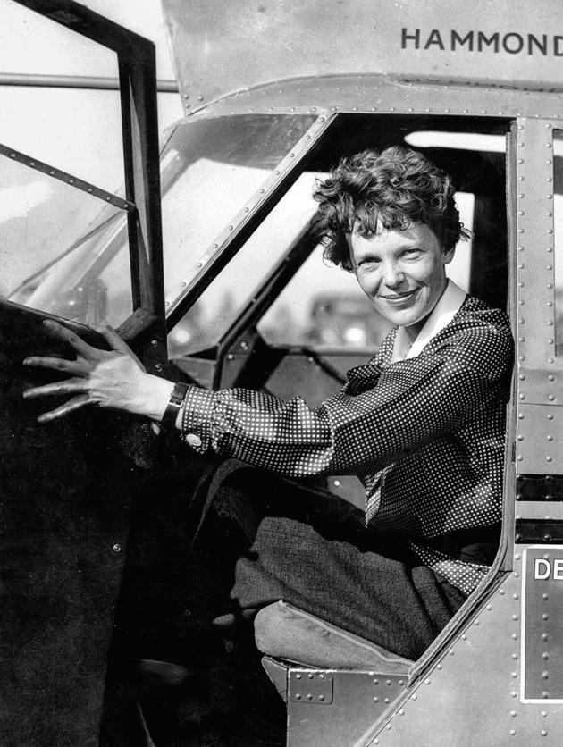 La pionnière de l'aviation Amelia Earhart, à New York en 1932. Elle fut la première femme à traverser l'Atlantique en solitaire.