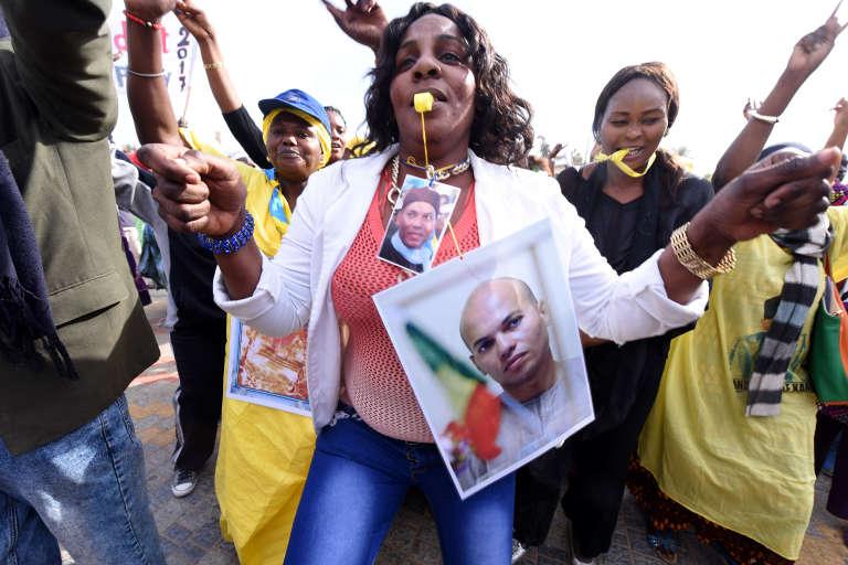 Des partisans de Karim Wade défilent, le 4 février 2015, à Dakar.