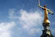 La statue de la justice, qui trône sur le toit de la Cour centrale de la Couronne britannique, à Londres.