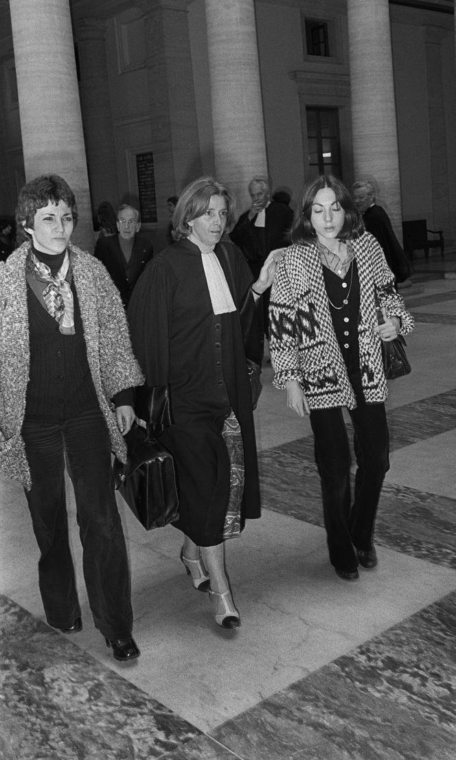 Anne Tonglet, Me Gisèle Halimi et Araceli Castellano, en mai 1978, au palais de justice d'Aix-en-Provence (Bouches-du-Rhône).