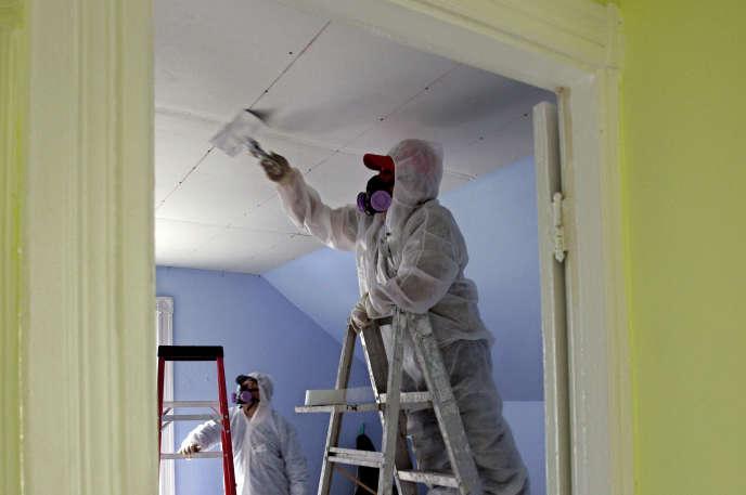 Traitement d'un bâtiment contaminé par le plomb contenu dans la peinture à Providence dans l'Etat de Rhode Island, aux Etats-Unis.