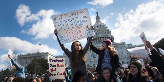Des dizaines de milliers d'élèves ont quitté mercredi 15mars, leurs salles de classe pour exiger de leurs élus et du gouvernement des mesures concrètes contre les armes à feu.