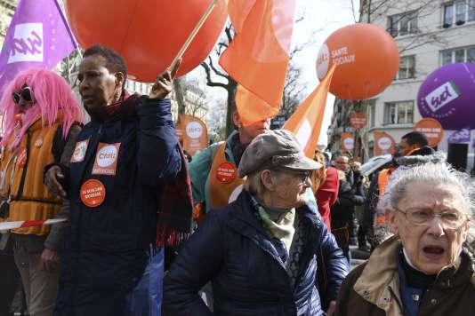 Lors de la mobilisation de jeudi 15 mars devant le ministère des solidarités et de la santé à Paris.