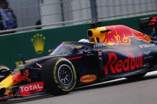 Le 30 avril 2016 à Sotchi (Russie), Red Bull présente son pare-brise, testé par Daniel Ricciardo.