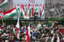 Viktor Orban tenant un discours devant le Parlement de Budapest, le 15 mars 2018, à l'occasion de la fête nationale hongroise. Sur la bannière :« La nation avant tout».
