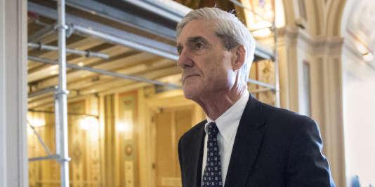 Robert Mueller, qui ne s'exprime pas publiquement, semble s'intéresser aux liens financiers potentiels entre le président républicain et la Russie, bien que Donald Trump ait affirmé n'en avoir aucun.