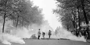 (FILES) In this file photo taken on May 05, 1968 students clash with police forces on May 5, 1968, during a demonstration in the Latin quarter in Paris, during the May 1968 events in France. / AFP / -