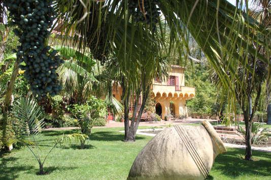 La maison aux murs jaunes du Jardin botanique du Val Rahmeh est l'ancienne villa d'un lord anglais, gouverneur de Malte et créateur du jardin en 1925.
