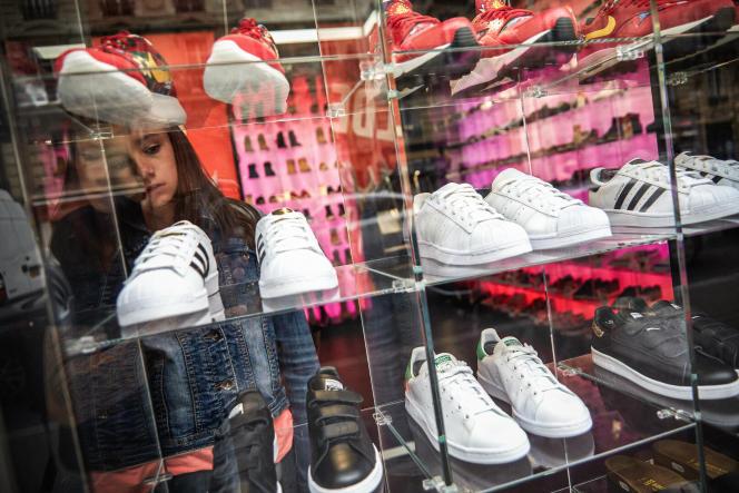 Un magasin de baskets à Paris.