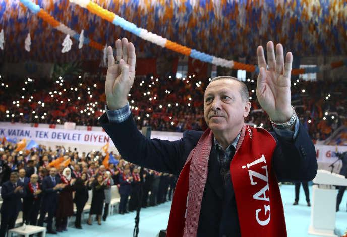 Le président Recep Tayyip Erdogan lors d'un meeting de son parti AKP (islamo-conservateur), à Gaziantep (Turquie), le 25 février.