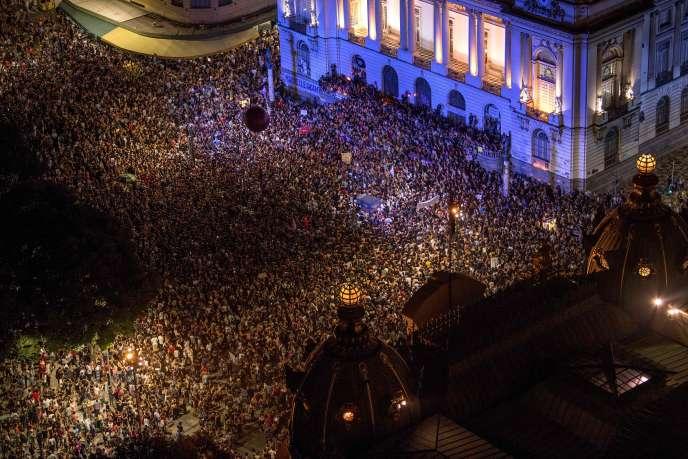 La foule réunie en hommage àMarielle Franco, à Rio, le 15 mars.