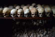 Des crânes humains exposés au Mémorial du Génocide à Nyamata, au Rwanda.