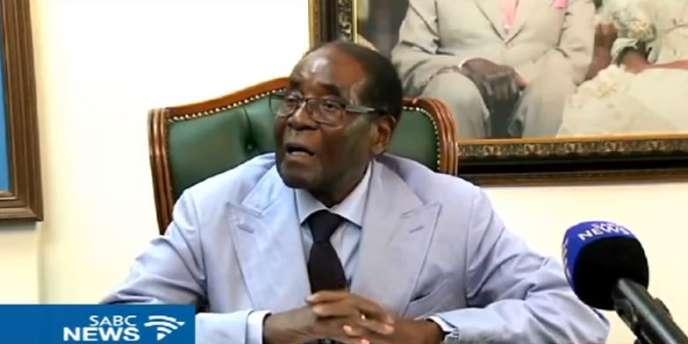 Capture d'écran de l'entretien accordé par l'ancien président zimbabwéen Robert Mugabe à la chaîne sud-africaine SABC, le 15mars 2018.