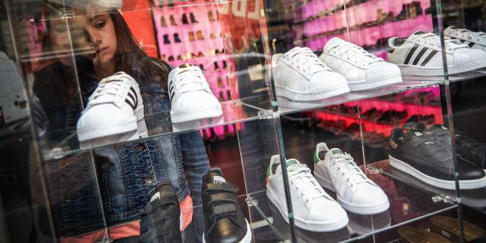 e2046344882b7 La mode des chaussures de sport fait trébucher le marché français