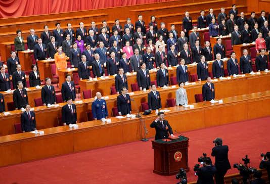 Le président réélu Xi Jinping prête serment lors de la session plénière annuelle de l'Assemblée nationale populaire (ANP), le 17mars.